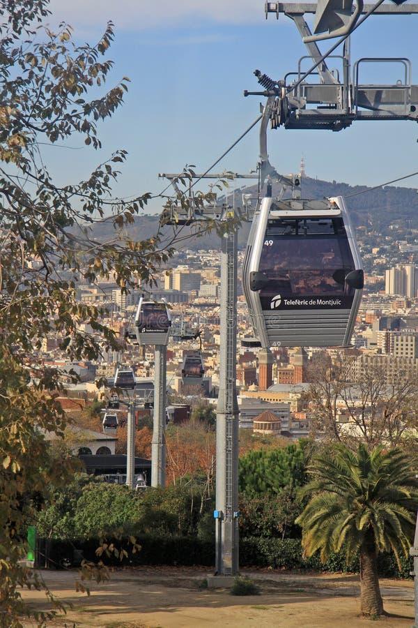 Barcellona, Spagna Teleferic de Montjuic (teleferiche sopraelevate), vista dalla cabina di funivia immagini stock