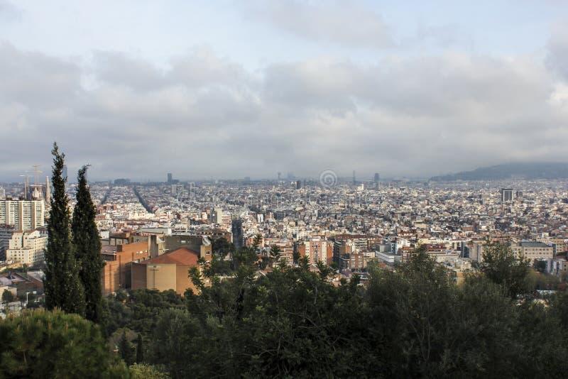 Barcellona, Spagna: Viste dall'auna del ¼ del parco GÃ fotografie stock