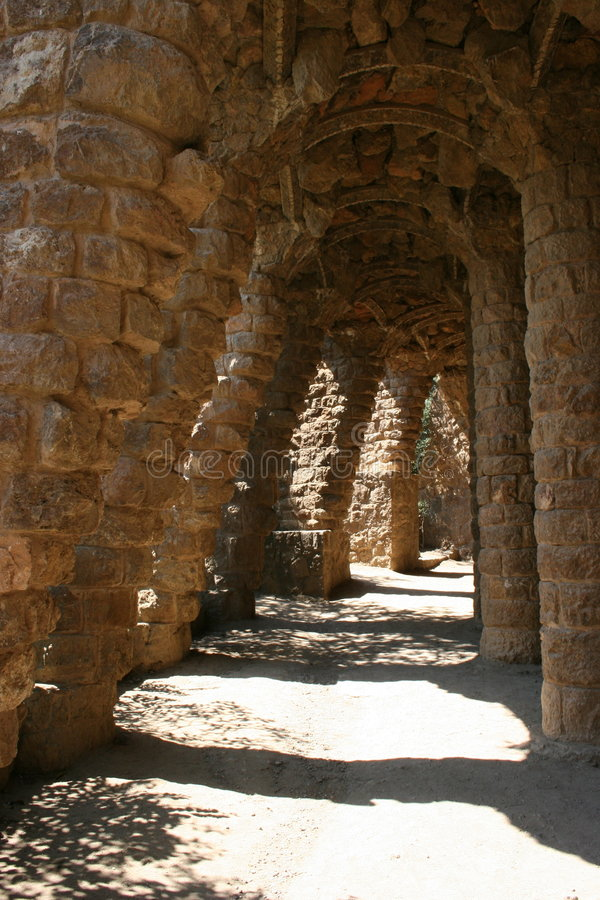 Barcelona archways kolumn gaudíego guell ścieżek s park zdjęcie stock