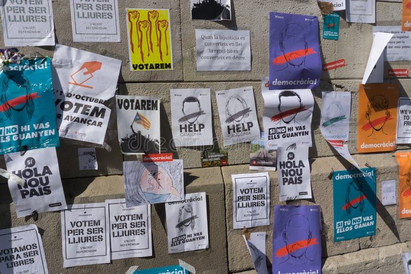 Barcelona, Catalonië, 24 September, 2017: Banners op straat claming rechtvaardigheid en democratie royalty-vrije stock afbeeldingen