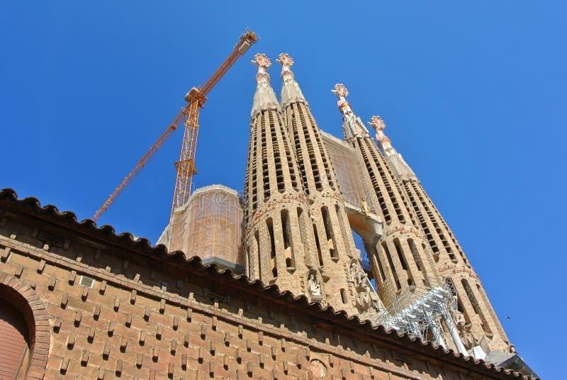 Barcelona, Cataluña Basílica de Sagrada Familia y la iglesia expiatoria de la familia santa fotos de archivo