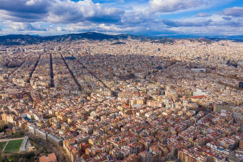 Barcelona-cityline panoramische Vogelperspektive zur Stadt vom Montjuic-Schlosshügel lizenzfreies stockfoto