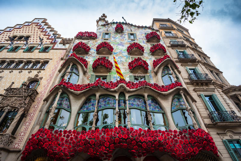 Barcelona, España - 24 de abril de 2016: Vista exterior de la casa Batllo en Barcelona imagenes de archivo
