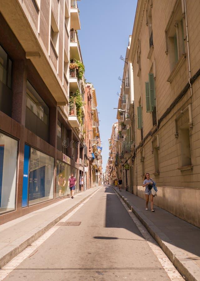 Barcelona, España - 5 de agosto de 2018: Calles silenciosas de Barcelona en un día de verano imagen de archivo libre de regalías