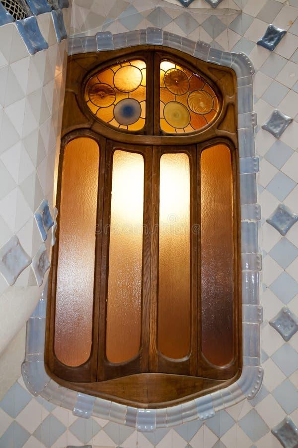BARCELONA, ESPAÑA - 11 DE SEPTIEMBRE: Interior de la casa Batllo el 11 de septiembre de 2009 en Barcelona, España Un edificio res imagenes de archivo