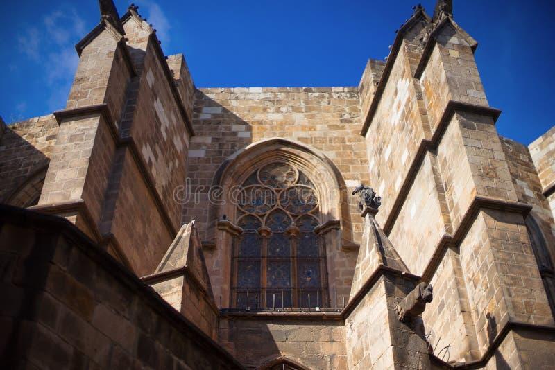 Barcelona, España, distrito de Barri Gotic - fachada de un edificio gótico imagenes de archivo