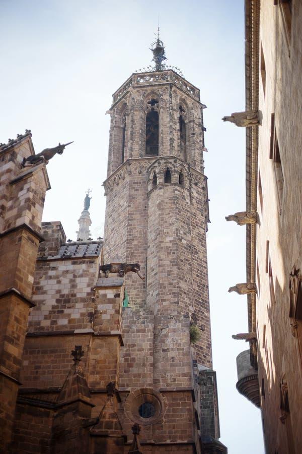 Barcelona, España, distrito viejo de Barri Gotic de la ciudad - edificio gótico característico fotografía de archivo libre de regalías