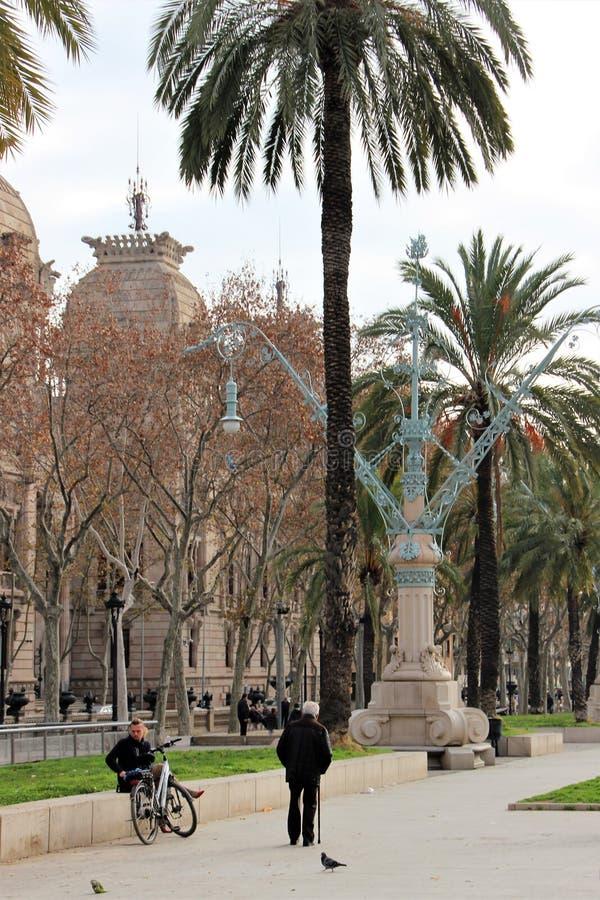 Barcelona, España, enero de 2017 Vista del parque de la ciudad cerca de Arc de Triomphe foto de archivo