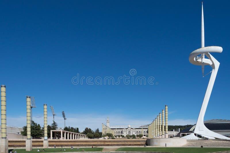 Barcelona, España, marzo de 2016: Las telecomunicaciones se elevan en el parque de Olimpic de Montjuïc fotografía de archivo