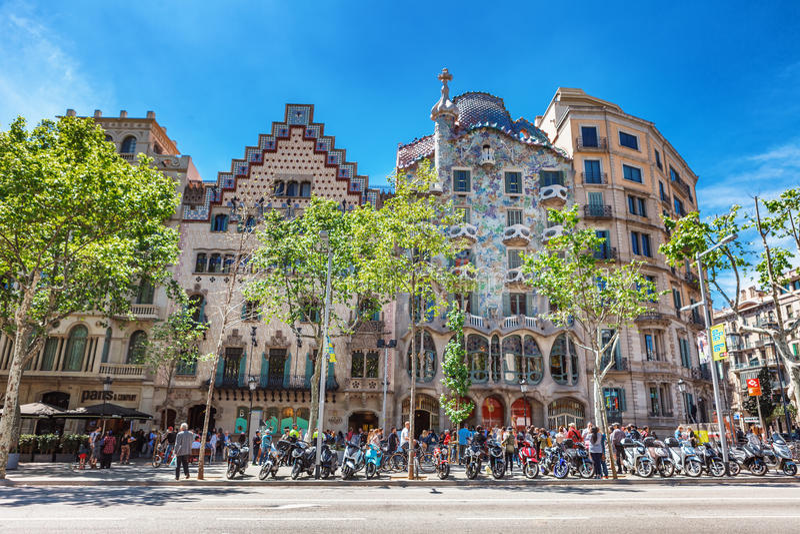 Barcelona, Espanha - 18 de abril de 2016: Illa de la Discordia Casa Batllo da fachada, Lleo Morera, Rocamora, Amatller no distrit imagens de stock royalty free
