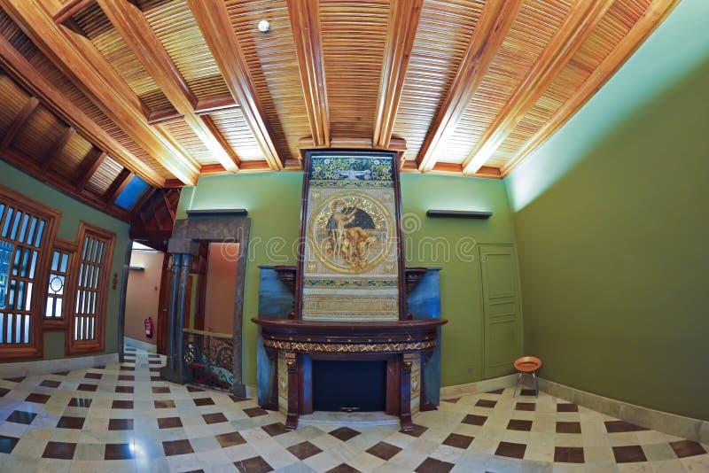 BARCELONA, ESPANHA - 28 DE ABRIL: Interior do palácio de Palau Guell o 28 de abril de 2016 em Barcelona, Espanha fotos de stock royalty free