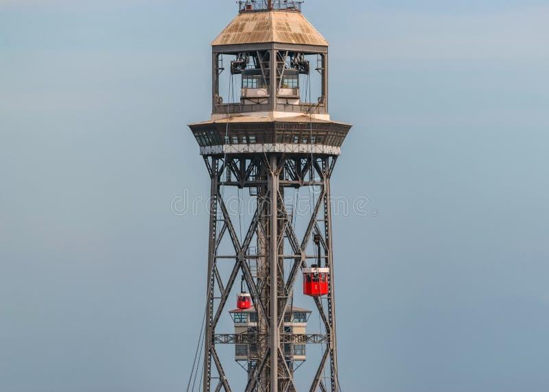 BARCELONA, ESPANHA - 12 de março de 2019: Vista aérea da torre do teleférico na cidade de Barcelona imagem de stock