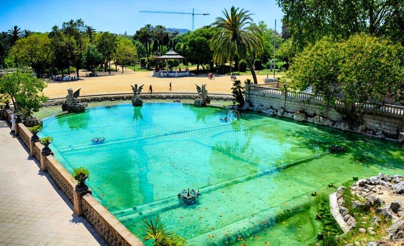Barcelona, Espanha: A fonte de Parc de la Ciutadella projetou por Josep Fontsere fotografia de stock