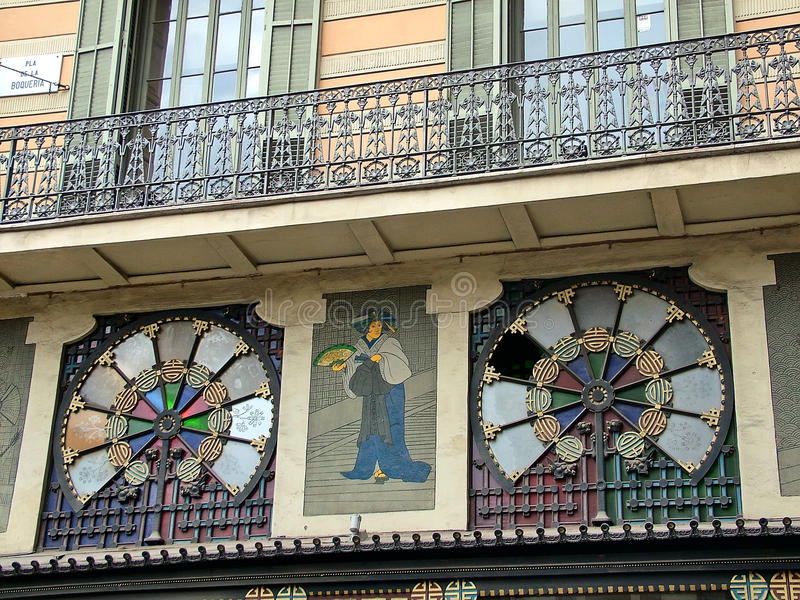 Barcelona, Espanha, parte da casa Bruno Quadros da fachada em Pla d imagens de stock royalty free