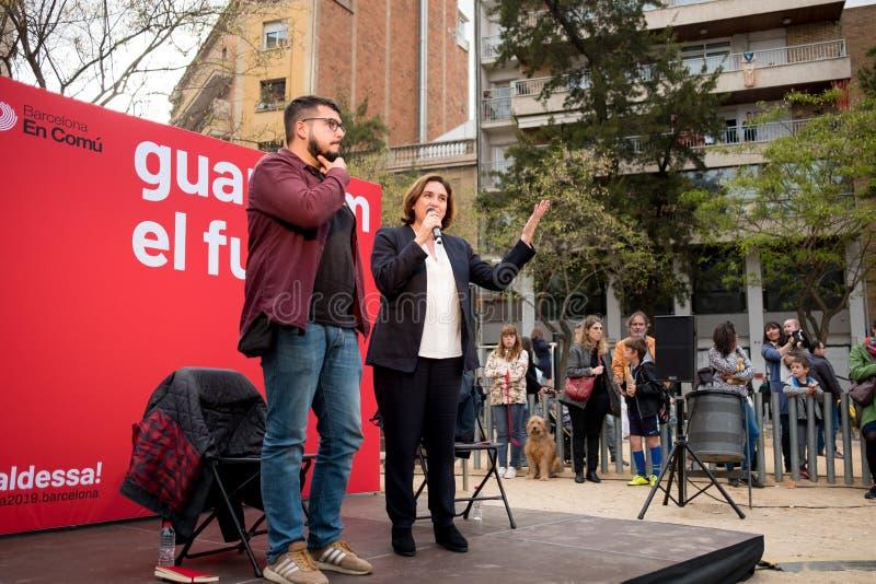 Barcelona, Espanha - 07 podem 2019: o prefeito Ada Colau da cidade d? uma confer?ncia de imprensa durante a re campanha eleitoral fotos de stock