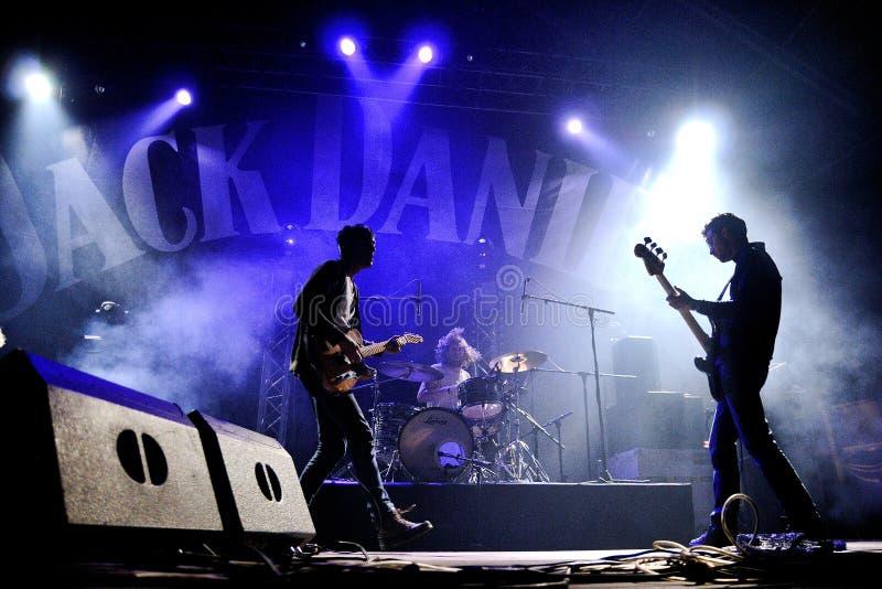 BARCELONA HISZPANIA, APR, - 9: Jesteśmy naukowami zespół wykonuje przy Jack Daniel dnia Muzycznym festiwalem zdjęcie stock