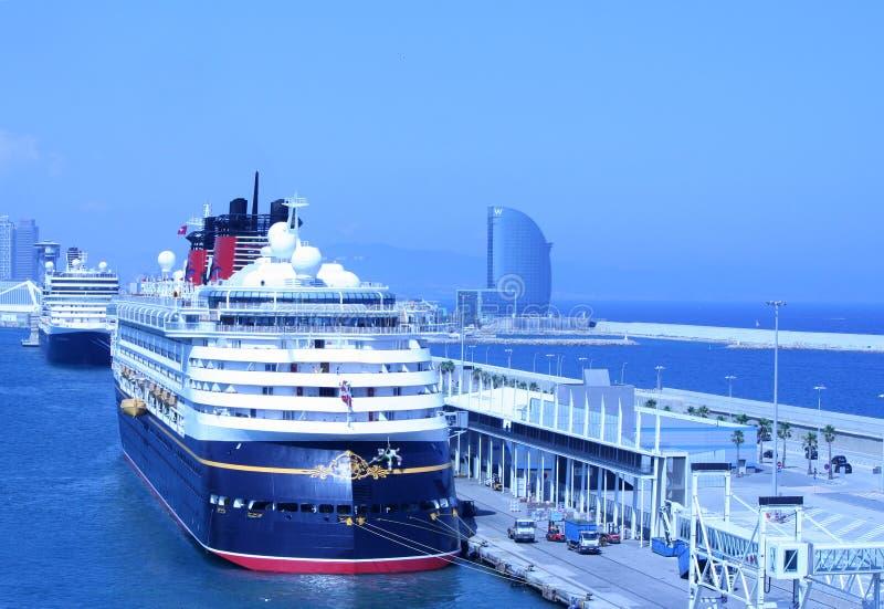 BARCELONA HISZPANIA, Lipiec, - 24: widok pływać statkiem terminal w p obrazy stock