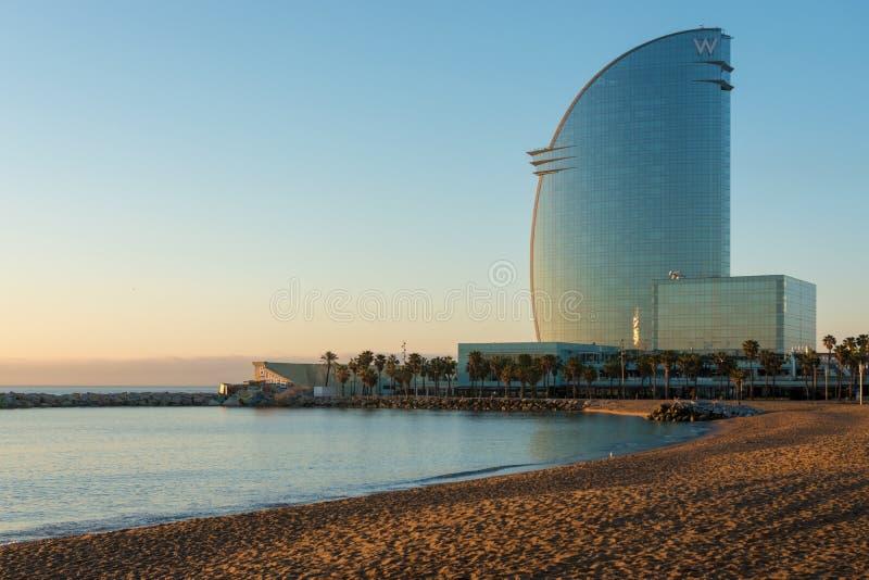 Barcelona Hiszpania, Marzec, - 17, 2019: Widok Barceloneta pla?a i W hotel w Barcelona, Hiszpania obrazy royalty free