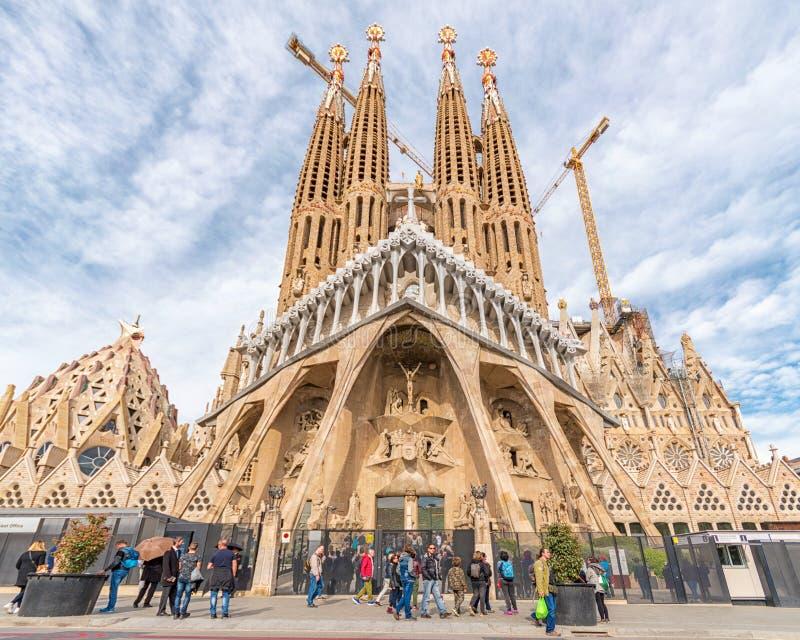 Barcelona Hiszpania, Marzec, - 14, 2019: Widok Sagrada Familia, wielki ko?ci?? rzymsko-katolicki w Barcelona, Hiszpania Projektuj zdjęcia royalty free