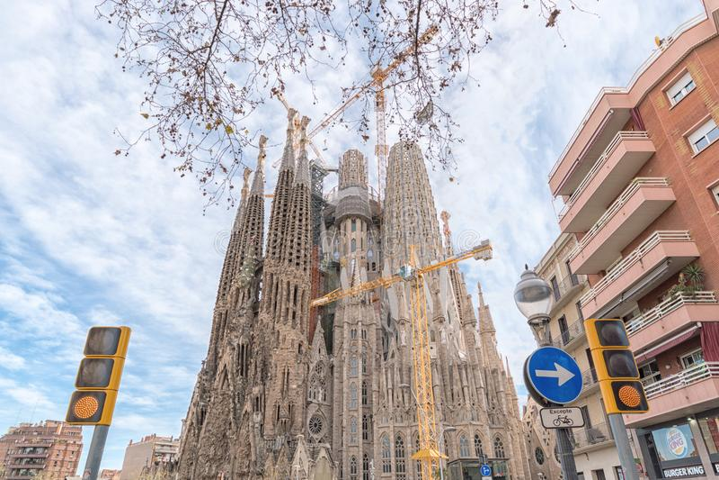 Barcelona Hiszpania, Marzec, - 14, 2019: Widok Sagrada Familia, wielki ko?ci?? rzymsko-katolicki w Barcelona, Hiszpania Projektuj obraz royalty free
