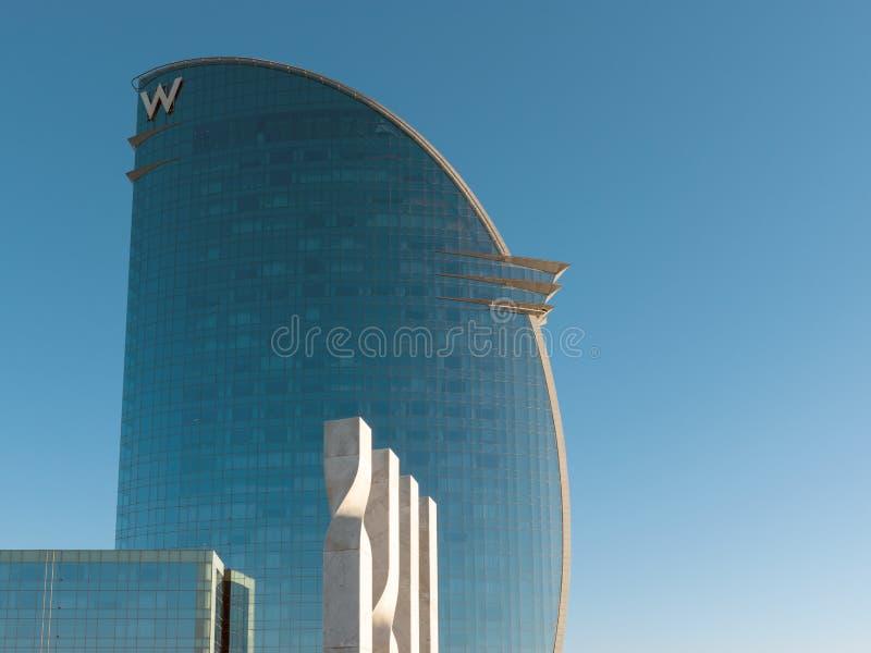 Barcelona Hiszpania, Marzec, - 17, 2019: Widok zna? jako Hotelowi Vela W hotel ?egluje hotel przy portem Barcelona miasto Hiszpan fotografia stock