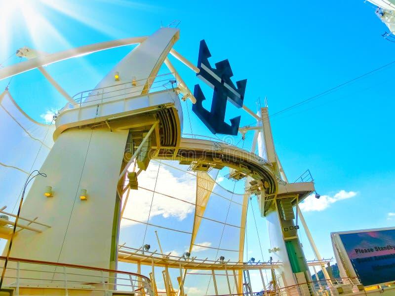 BARCELONA HISZPANIA, WRZESIEŃ, - 06, 2015: Statku wycieczkowego urok morza Królewską Karaibską Międzynarodową firmą fotografia stock