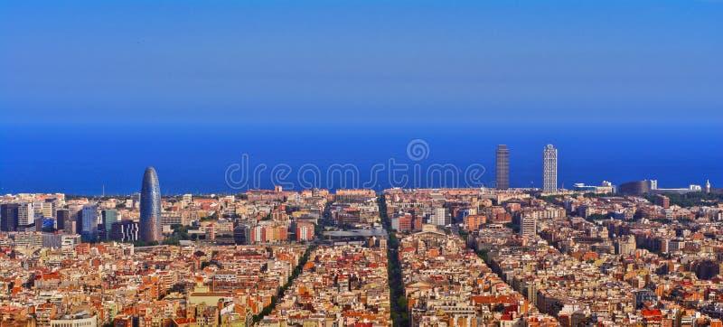 Barcelona horisontnatt arkivbild