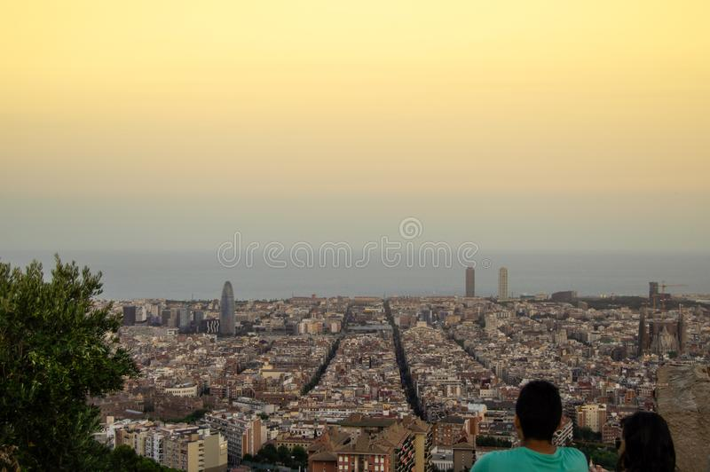 Barcelona horisontpanorama fr?n Turo Rovira, Catalonia, Spanien royaltyfria foton