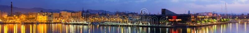 Barcelona im Sonnenaufgang lizenzfreies stockbild