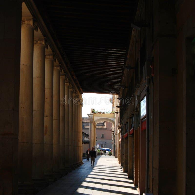 barcelona inneslutade walkwayen royaltyfri foto