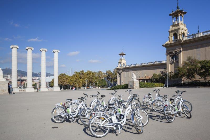 Barcelona, montjuic y cuatro columnas imágenes de archivo libres de regalías