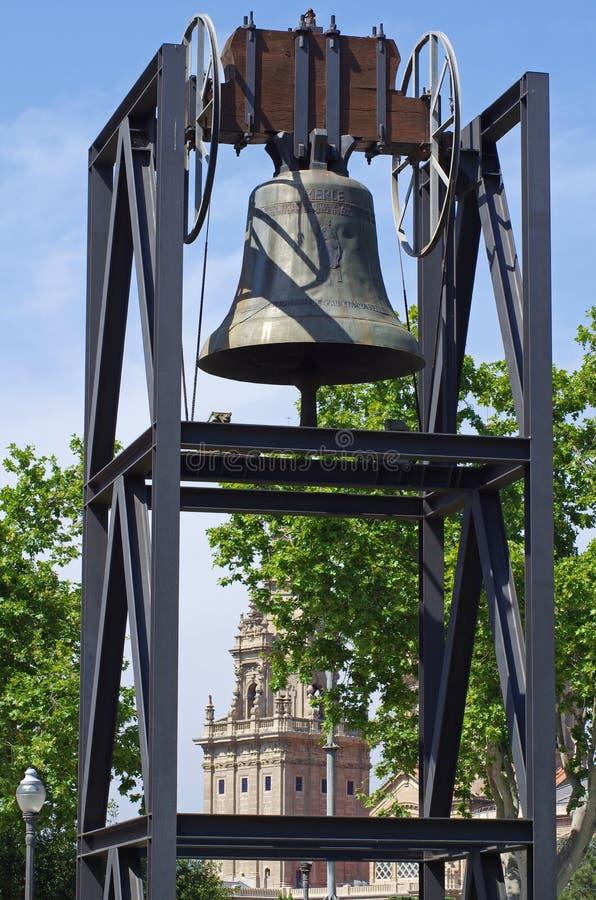 Barcelona - Olimpijski dzwon z widokiem mnac muzeum fotografia royalty free