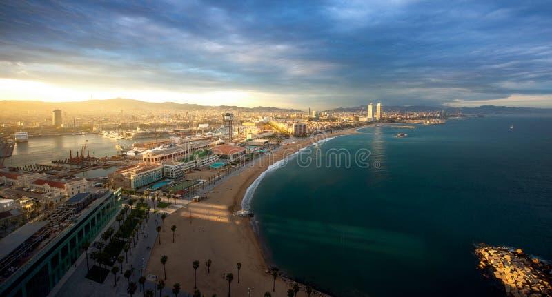 Barcelona plaża na ranku wschodzie słońca zdjęcie royalty free