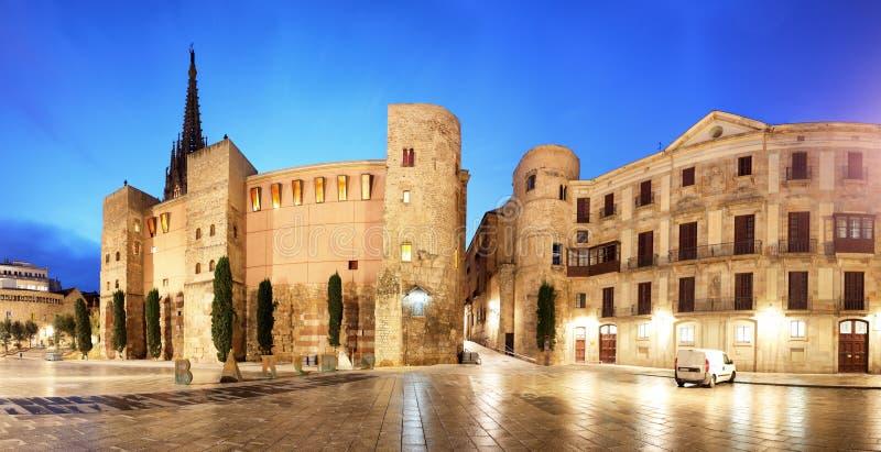 Barcelona - Placa Nova, panorama con la catedral, España imagenes de archivo