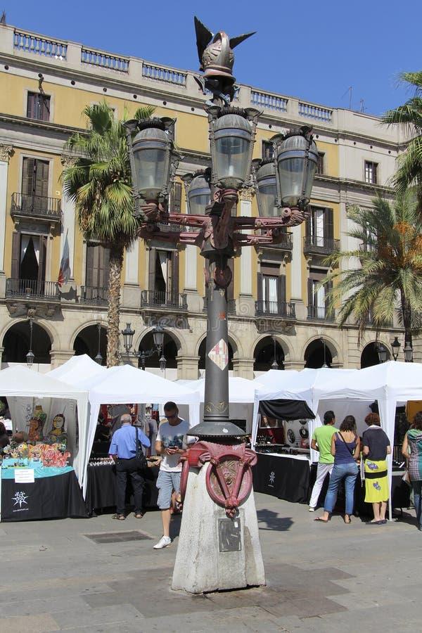 barcelona plaza verkliga spain Fyrkanten, med lyktor som planläggs av Gaudi arkivfoto