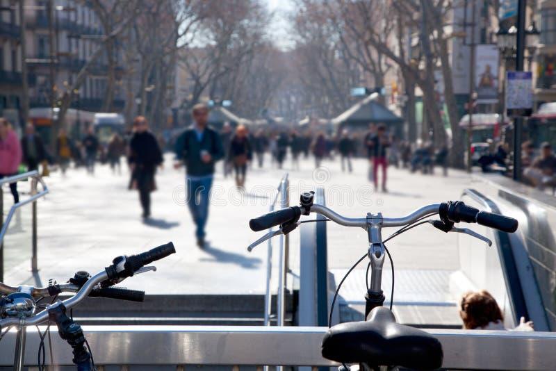 Barcelona Ramblas uliczny życie w jesieni obraz stock