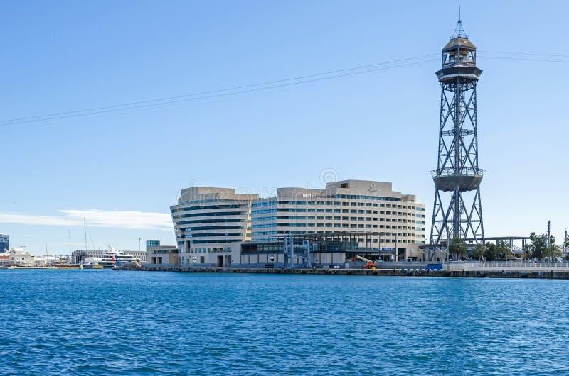 Barcelona rejsu port z Torre Jaume Ja, budynki world trade center Barcelona i hotelu Eurostars Uroczysty Marina, fotografia royalty free