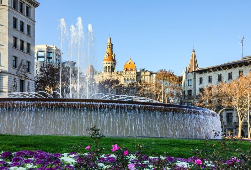 barcelona spain Fontaine på den Catalonia fyrkanten royaltyfri foto