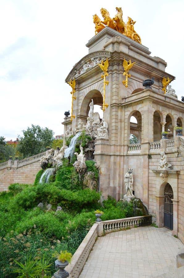 barcelona spain sikt Springbrunnen på den Parc citadellen parkerar de la Ciutadella arkivbild