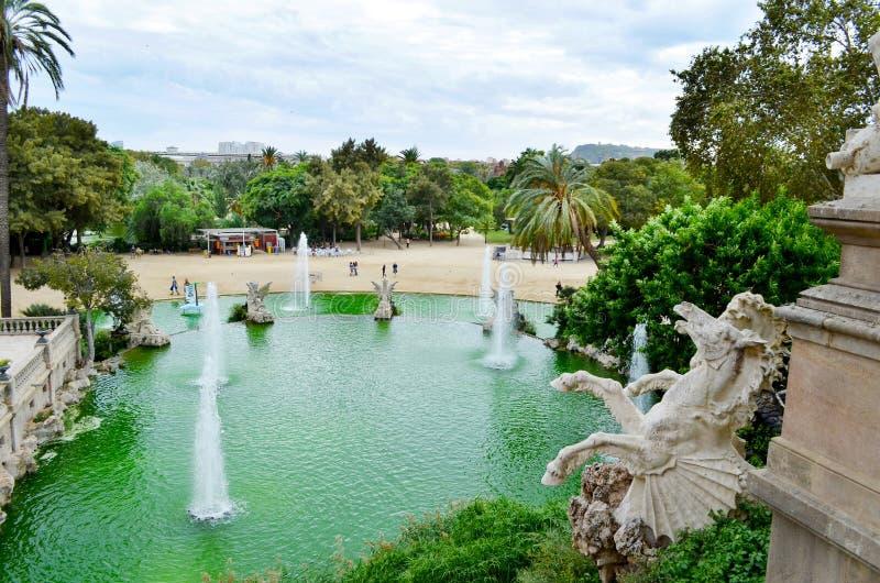 barcelona spain sikt Springbrunnen på den Parc citadellen parkerar de la Ciutadella fotografering för bildbyråer
