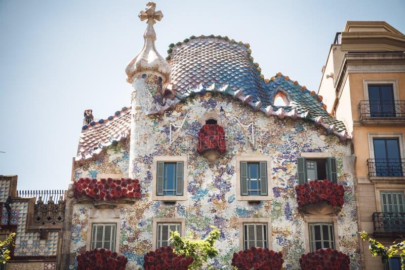 BARCELONA SPANIEN - APRIL 23, 2016: Arkitektur av Barcelona Tr royaltyfri bild