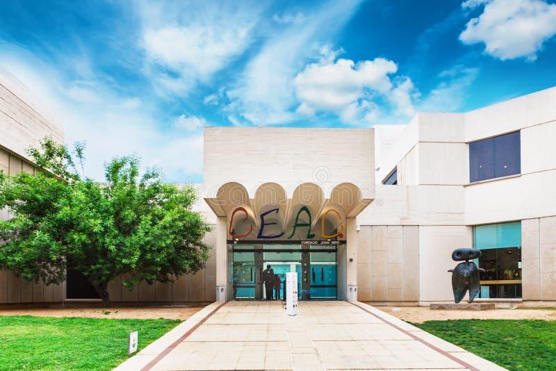 Barcelona SPANIEN - April 22, 2016: Fundacio fundamentJoan Miro museum av modern konst arkivfoto