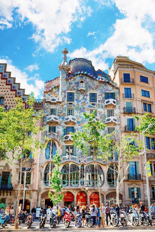 Barcelona Spanien - APRIL 18, 2016: Illa de la Discordia FasadCasa Batllo, Lleo Morera, Rocamora, Amatller i område av incomp royaltyfri foto