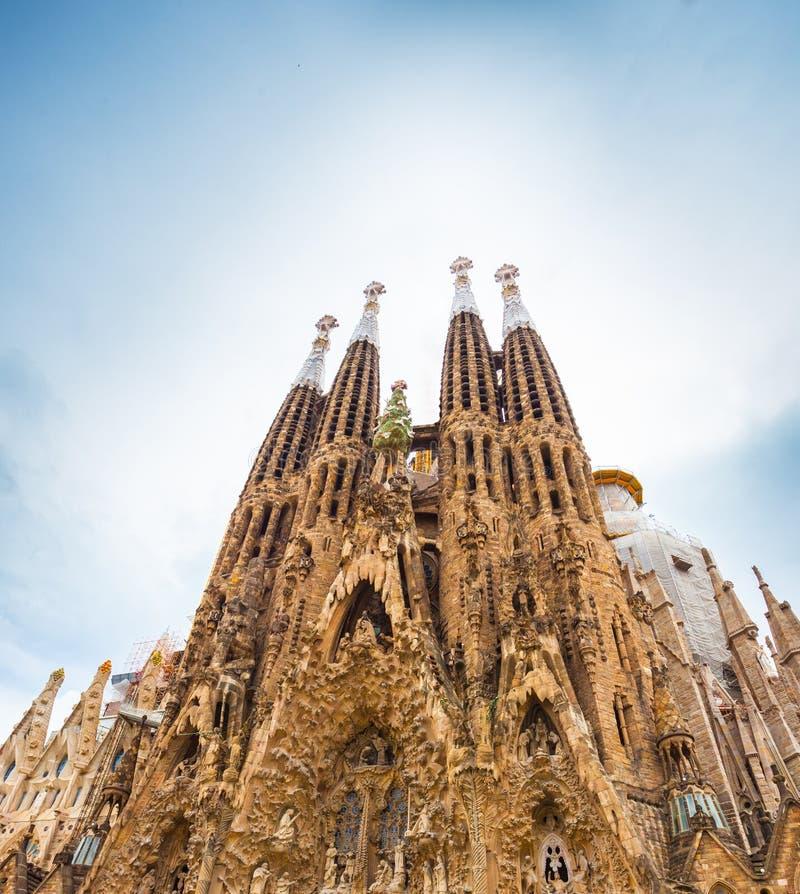BARCELONA SPANIEN - 25 April 2016: La Sagrada Familia - domkyrka arkivbild