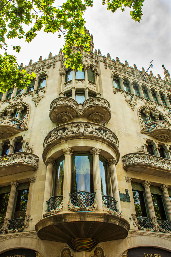 Barcelona Spanien - Augusti 17, 2017: Casaen Lleo Morera är en bu royaltyfria foton