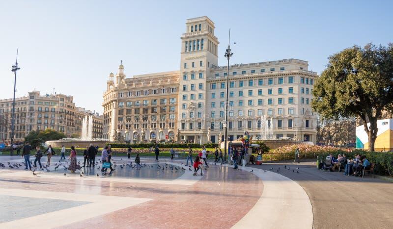 BARCELONA SPANIEN - FEBRUARI, 22 2019: Catalonia fyrkant Placa de Catalunya royaltyfria bilder