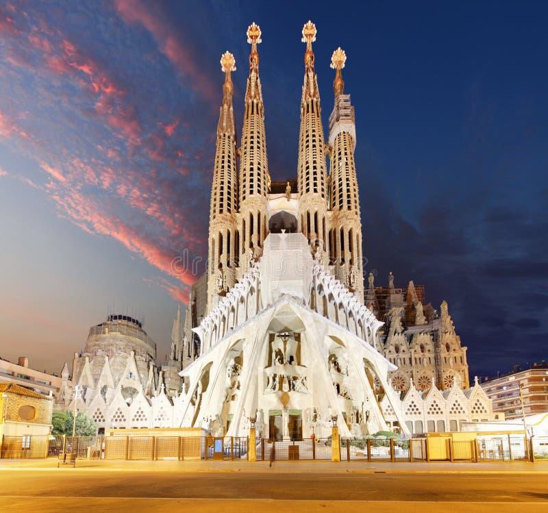 BARCELONA SPANIEN - FEBRUARI 10, 2016: Sagrada Familia basilika I arkivbild