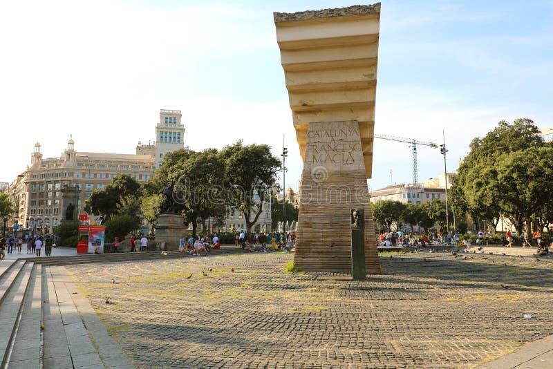 BARCELONA SPANIEN - JULI 12, 2018: Placa de Catalunya fyrkant med monumentet till Francesc Macia, Barcelona, Catalonia, Spanien royaltyfria bilder