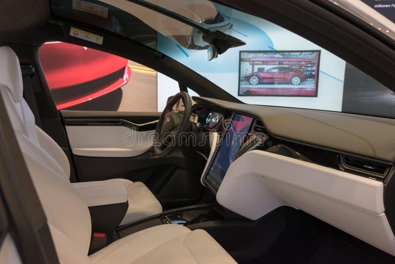 Barcelona, Spanien - 14. März 2019: Innenraum Tesla-Modells X in Speicher Tesla-Elektroauto Barcelona stockbilder