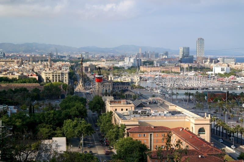 Barcelona Spanien - Maj 17, 2014: Kabelbilen till överkanten av kullen av Montjuic arkivfoton